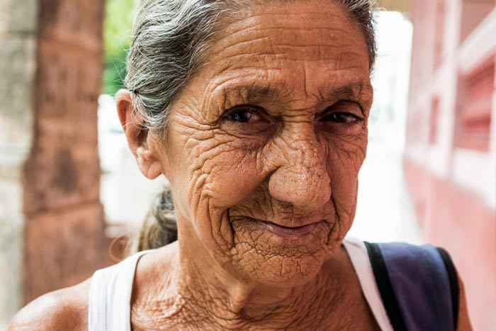 old woman Cuba photos by Olivia Crutchfield